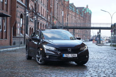 Honda Civic sedan 1.5 VTEC Turbo – perfektně vyladěný expres do Hamburku